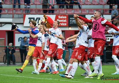 """🎥 Kortrijk gunt blik achter de schermen van zege tegen RSCA: """"Speel met je hart en krijg de supporters achter ons!"""""""
