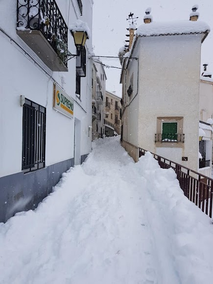 Gran canto de nieve en una calle de Bacares. / Foto: Ayto. Bacares