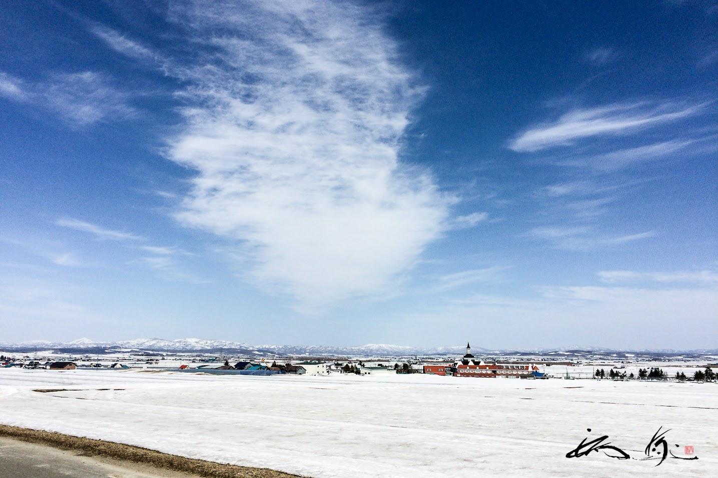 雲が描く春の空