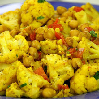 Vegetarian Cauliflower With Chickpeas Curry Recipe..