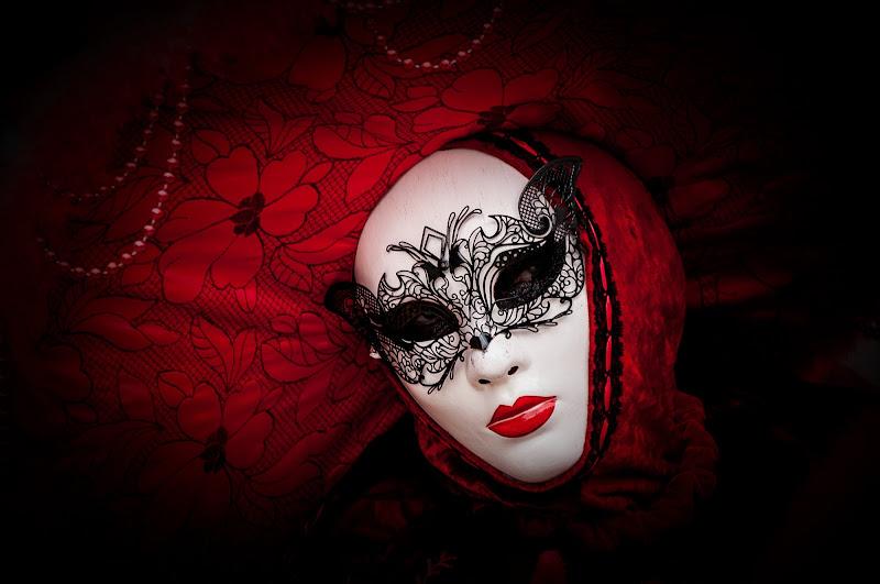 woman in red di domenicolobinaphoto