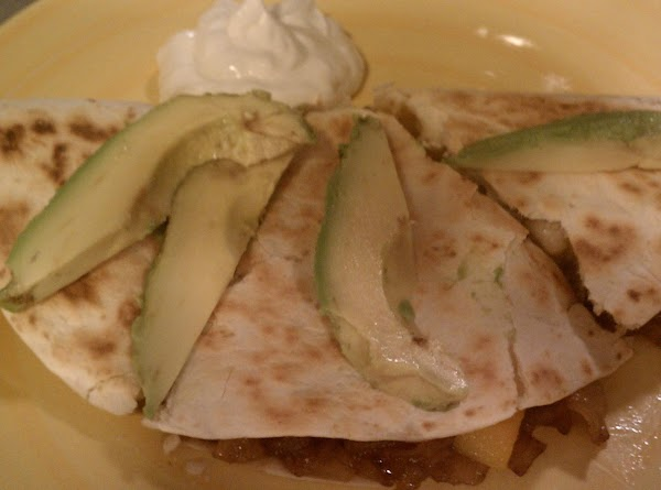 Serve with side of sour cream and slices of avocado.