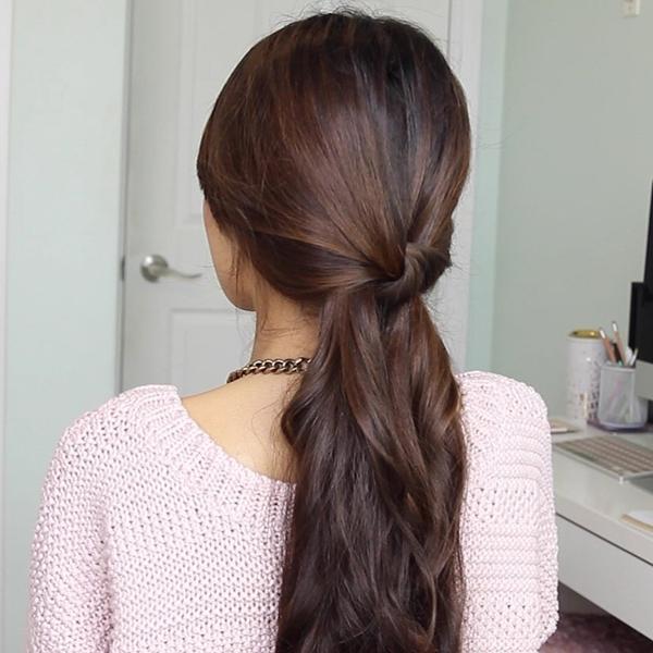 buộc tóc bằng tóc