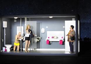 Photo: Wien/ AKADEMIETHEATER: BELLA FIGURA von Yasmin Reza. Inszenierung: Dieter Giesing. Premiere: 3. 4,2016. Joachim Meyerhoff, Caroline Peters, Kirsten Dene. Copyright: Barbara Zeininger