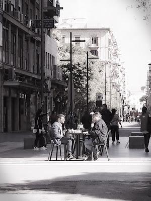 seduti ad un Cafè.... di marco_de_giosa
