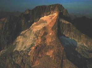 Photo: Pico piramidal y glaciares de circo
