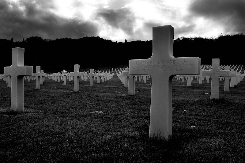 Ora che è morto la Patria si gloria,d'un altro eroe alla memoria. di Andrea Frati