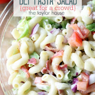 BLT Pasta Salad {Perfect for a Crowd}.