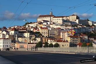 Photo: 19: Coimbra vista desde el Puente de Santa Clara. Arriba la antiquísima universidad, de 1290, con su torre del reloj.