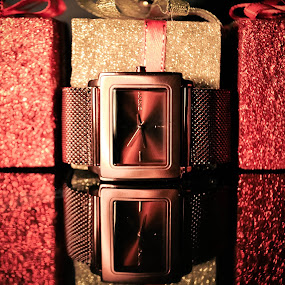 Find Time by Josiê Calera - Products & Objects Technology Objects ( donna karan, red, clock, watch, yellow, dkny, black )