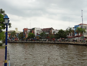 Photo: Modern Melaka has also something to offer: graffti are on many houses along the river.
