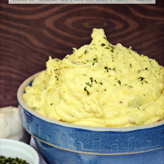 Roasted Garlic and Cream Cheese Slow Cooker Mashed Potatoes