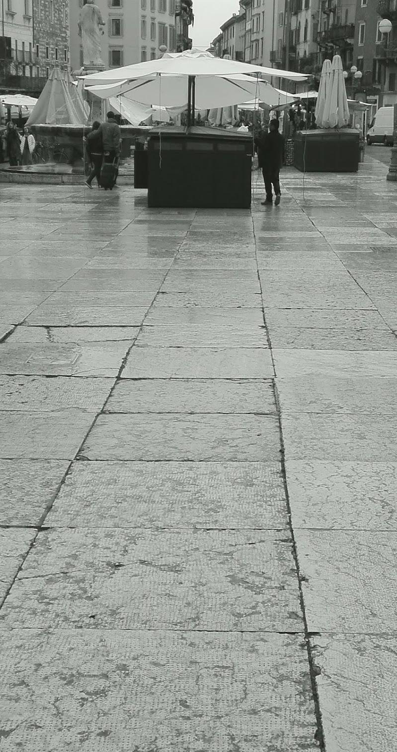 Piazza Erbe deserta di Roland