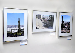 """Photo: VERNISSAGE WERNER KAUFMANN - Fotos """"Das andere Athen""""am 12.4.2016. Ausstellungsobjekte.  Copyright: Barbara Zeininger"""