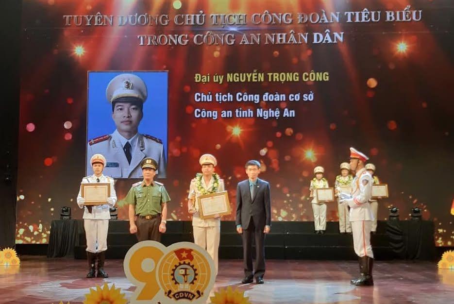 Đồng chí Đại úy Nguyễn Trọng Công, Chủ tịch Công đoàn Công an tỉnh tại Lễ vinh danh Chủ tịch Công đoàn tiêu biểu trong Công an nhân dân.