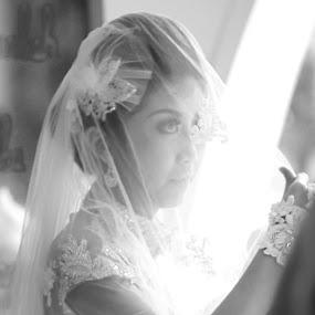 by Ardiyan Fotografer - Black & White Portraits & People