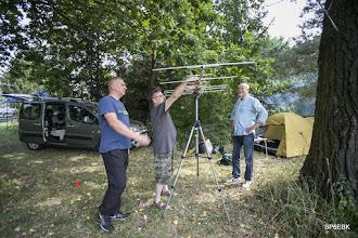 Photo: Sposób instalacji anteny DK7ZB na kupionym w przygranicznej szpejowni niemieckim statywie fotograficznym jest mojego pomysłu. Sprawdzonym, bo wielokroć wykorzystywanym.