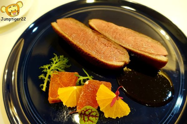 從開胃菜一路驚艷的私宅料理,大推粉嫩嫩鴨胸和奶油蝦汁海鮮鳥巢麵-猶大獅廚