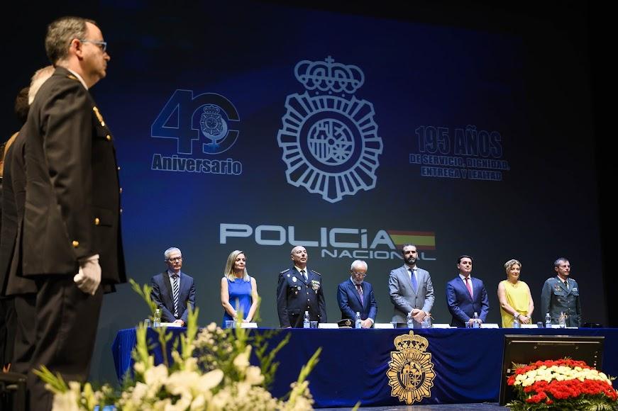 Autoridades en el acto solemne