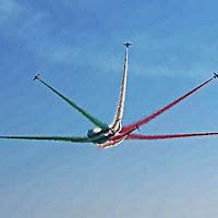 La leggerezza spettacolare delle frecce tricolori di