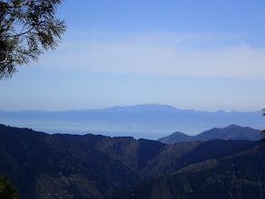琵琶湖と奥に鈴鹿の霊仙山