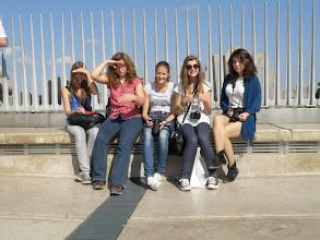 Photo: Když jinak nedáte, tak zapózujeme!  (Vítězný oblouk - Arc de Triomphe)