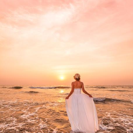 Wedding photographer Yuliya Petrenko (JuliaPetrenko). Photo of 24.12.2014