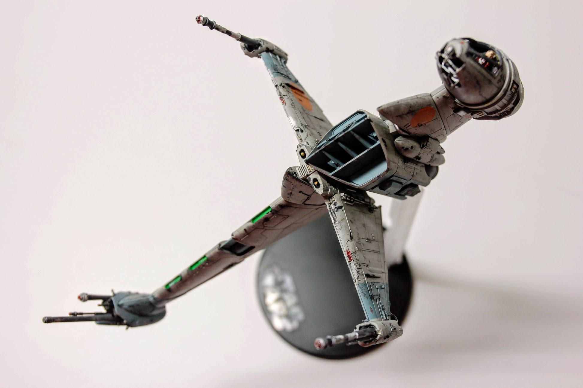 我愛的機體 B-wing 啊!另一架就是 TIE defender了,二台完全不同取向XD