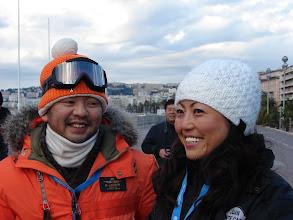Photo: Kato Manabu et son épouse, le sympathique équipage japonais, à bord d'une MG Midget 1971.