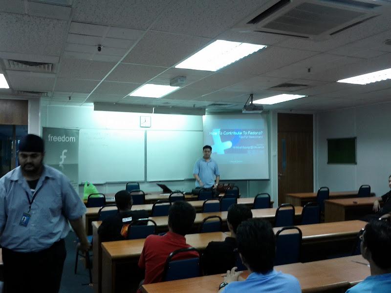 Photo: +Maverick JS Presenting about contributing to Fedora Project