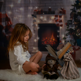The night before christmas by Lazarina Karaivanova - Babies & Children Child Portraits ( girl )