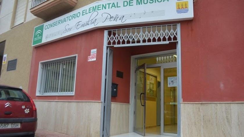 El alcalde acusa a PSOE y PP de dejar al conservatorio sin enseñanza media