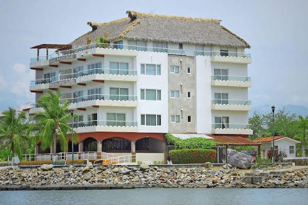Marina Banderas Suites Hotel