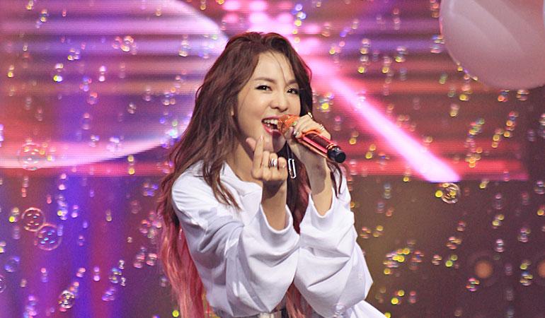 2NE1 Dara