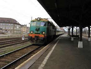 Photo: Jaworzyna Śląska: EU07-348 z pociągiem 213 relacji Wrocław Główny - Szklarska Poręba Górna.