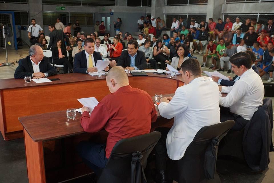 Imagen CANDIDATOS PRESIDENCIALES DEBATIERON EN LA UAI REINALDO VILLALOBOS