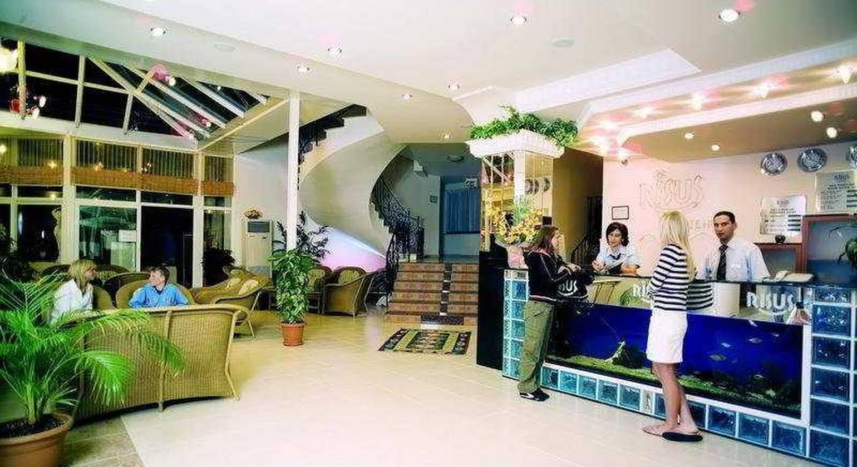 Risus Suit Hotel