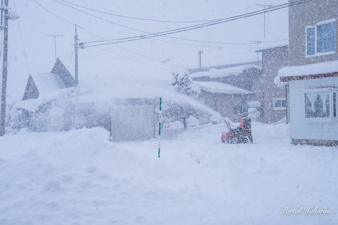 頑張るお父さん・お母さんの除雪作業!