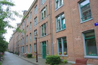 Photo: Het 'Planciusblok' aan de Houtmanstraat werd in 2005 door Ymere gerenoveerd