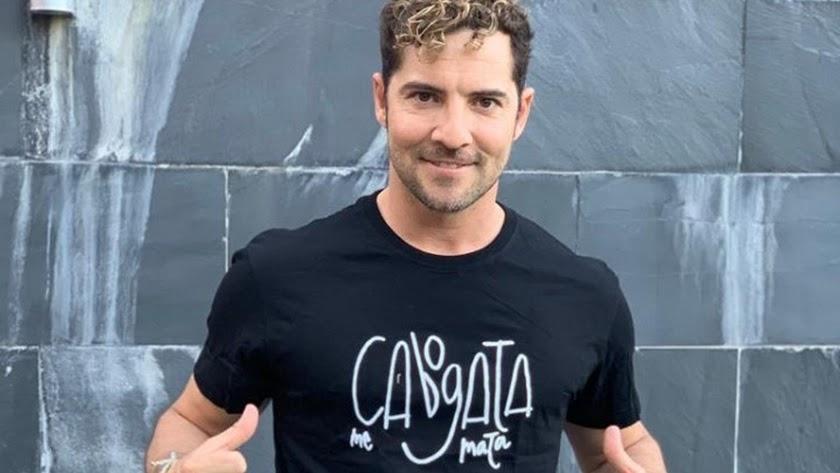 David Bisbal con una camiseta de Cabo de Gata.
