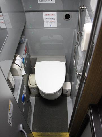 西日本JRバス「グラン昼特急大阪6号」 641-16923 トイレ