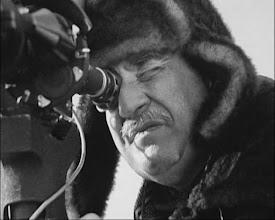 """Photo: Mikhail Kalatozov dirigindo seu último filme, """"A Tenda Vermelha""""."""