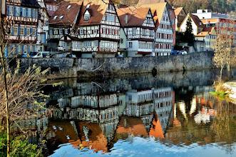 Photo: Schwäbisch Hall: Fachwerkhäuser am Kocher. Hier waren früher die Gerber angesiedelt.
