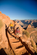 Photo: Two young women hiking the South Kaibab Trail in the Grand Canyon. Grand Canyon NP, AZ.