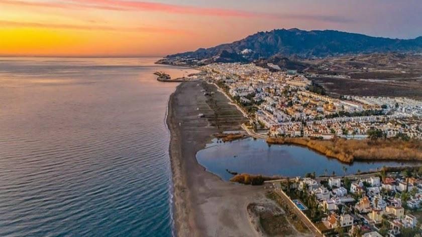 Panorámica de la playa de Vera. Foto de @gonzalobendito