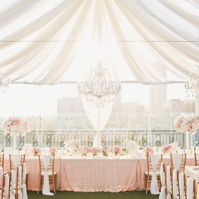 Beautiful Wedding Tent Ideas: Chandalier Focul Point