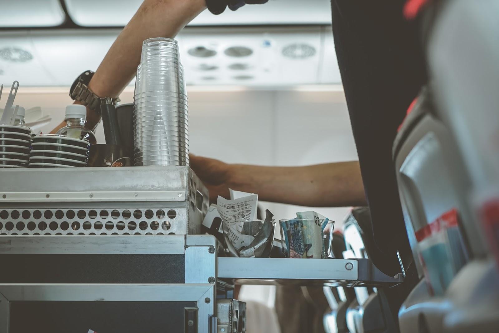Was macht eine Flugbegleiterin?