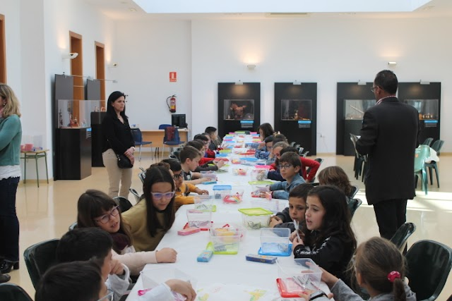 Desarrollo de uno de los talleres con alumnos del CEIP Laimún.