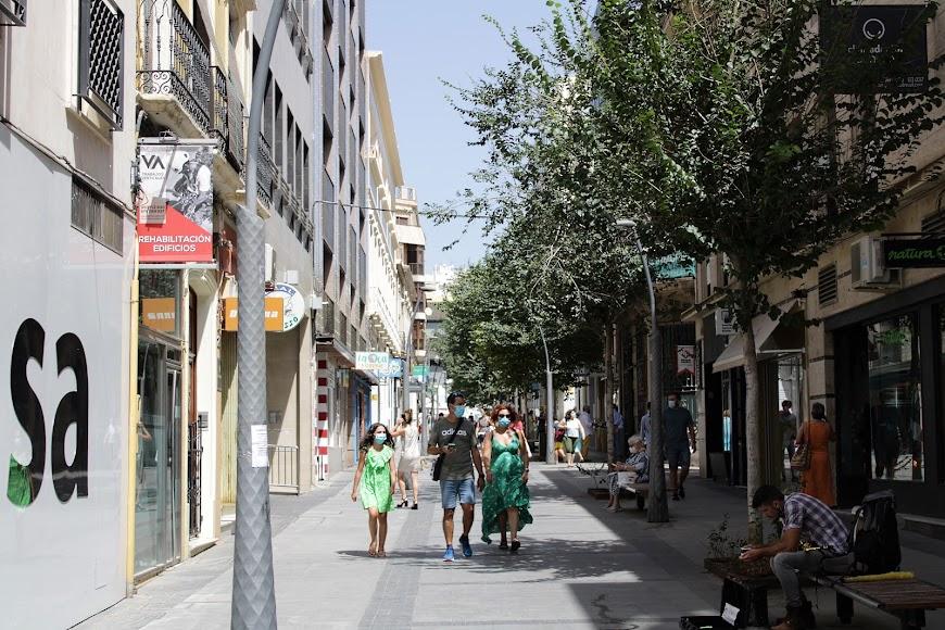 Calle peatonal de Reyes Católicos.