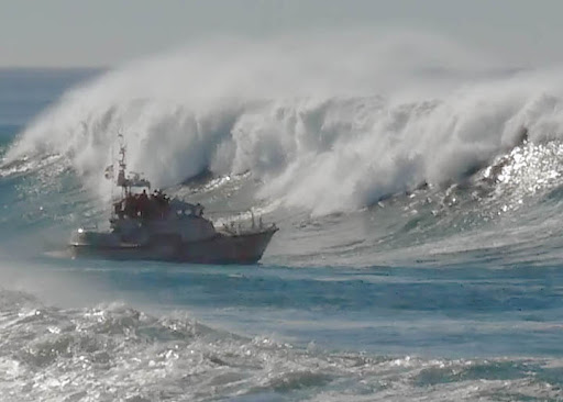 Huge Waves and Ships
